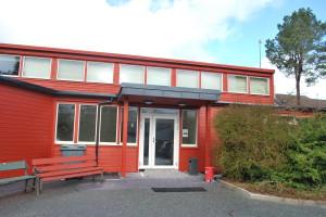 Fasade og inngangsparti er renovert våren 2015.